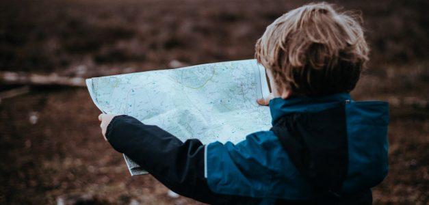Dziecko z mapą